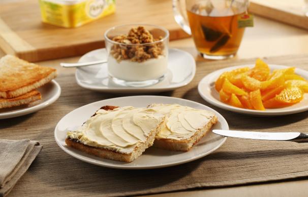 Sólo el 25% de los españoles toma fruta o zumo en el desayuno y el 64% dedica menos de 14 minutos a desayunar