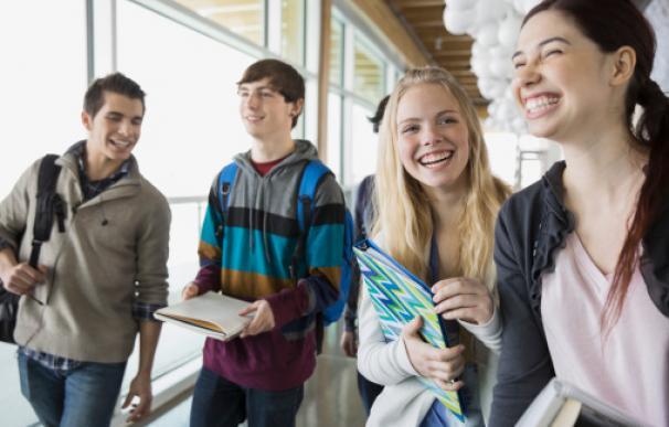 Las cosas que pueden hacer los jóvenes españoles a los 16 años y las que no